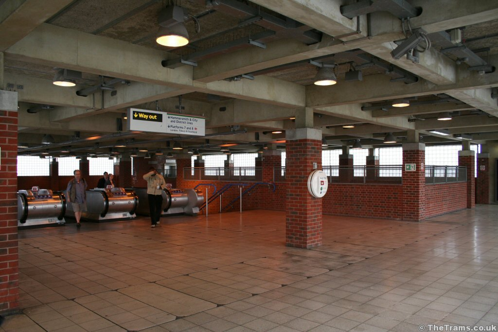Picture Of Docklands Light Railway Station At West Ham Thetrams Co Uk