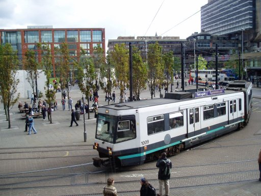 Metrolink tram 1009 at Piccadilly Gardens