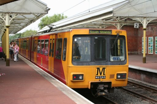 Tyne and Wear Metro unit 4069 at Cullercoats station